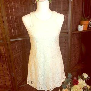 White daisy lace/appliqué style dress W/ POCKETS!!